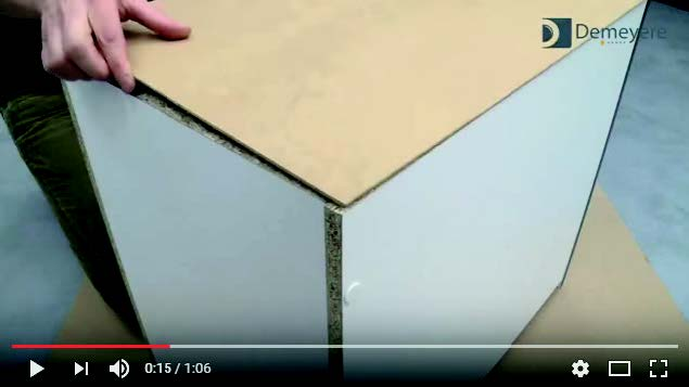 Pose d'une fibre au dos du meuble