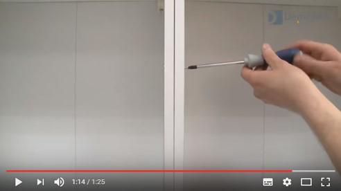 Pose de relieurs de meuble